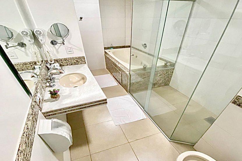 suite-master-banheiro-cedrohotel